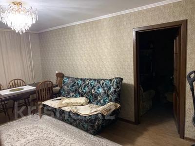 3-комнатная квартира, 63 м², 2/5 этаж, 6 мкр 2 за 20 млн 〒 в Караганде, Казыбек би р-н — фото 2