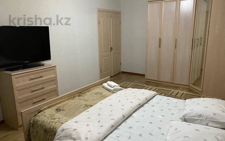 1-комнатная квартира, 50 м², 5/7 этаж посуточно, ул Назарбаева 140 за 7 000 〒 в Талдыкоргане