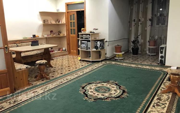 4-комнатная квартира, 90 м², 5/5 этаж, Жунусалиева 49 за 15.5 млн 〒 в Таразе