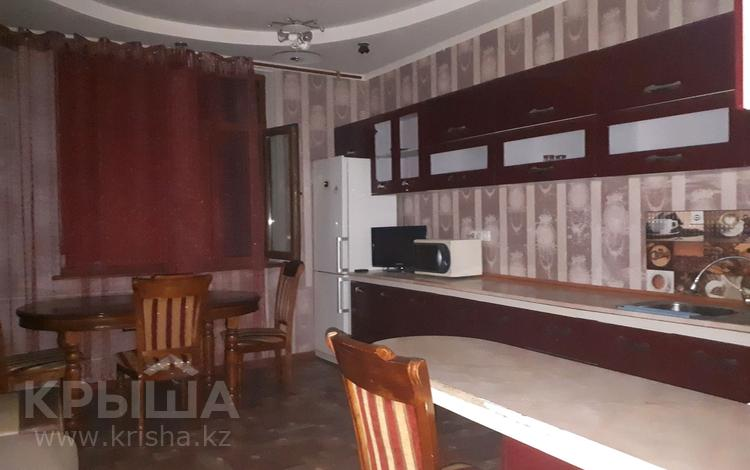 2-комнатная квартира, 80 м², 4/5 этаж помесячно, улица Айтеке би 5 — Айтиева за 120 000 〒 в Таразе