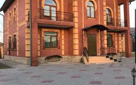 8-комнатный дом, 385 м², 15 сот., Айтыкова 60 за 90 млн 〒 в Усть-Каменогорске