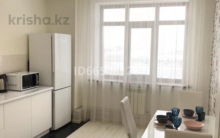 1-комнатная квартира, 48 м², 4/5 этаж посуточно, Дружбы народов 2/5 за 9 000 〒 в Усть-Каменогорске