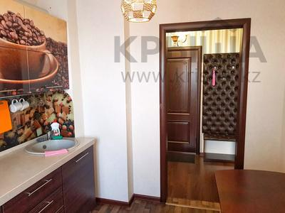 2-комнатная квартира, 56 м² посуточно, Жаяу мусы 1 — Назарбаева за 8 000 〒 в Павлодаре — фото 3