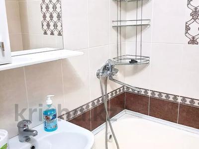 2-комнатная квартира, 56 м² посуточно, Жаяу мусы 1 — Назарбаева за 8 000 〒 в Павлодаре — фото 8
