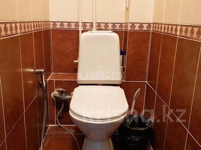 2-комнатная квартира, 56 м² посуточно, Жаяу мусы 1 — Назарбаева за 8 000 〒 в Павлодаре — фото 9
