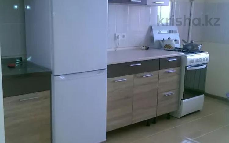 1-комнатная квартира, 65 м², 4/9 этаж посуточно, 12-й мкр 64 за 6 000 〒 в Актобе