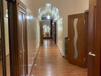 5-комнатная квартира, 200 м², 7/10 этаж помесячно