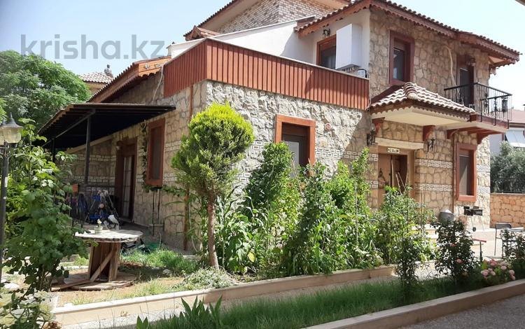 3-комнатный дом, 340 м², 5 сот., Dosemalti 856 за 120 млн 〒 в Анталье