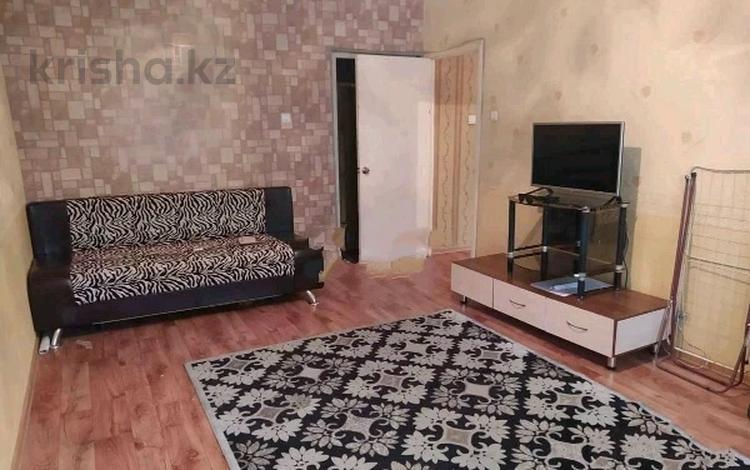 1-комнатная квартира, 40 м², 1/9 этаж, мкр Аксай-5, Мкр Аксай-5 за 17 млн 〒 в Алматы, Ауэзовский р-н