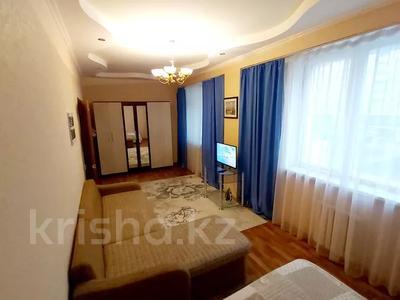 1-комнатная квартира, 45 м², 4/13 этаж посуточно, Кунаева 14/2 — Магилик ел за 8 000 〒 в Нур-Султане (Астана), Есиль р-н — фото 2