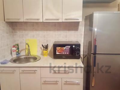 1-комнатная квартира, 35 м², 6/6 этаж посуточно, Космическая — Михаэлиса за 6 000 〒 в Усть-Каменогорске — фото 2