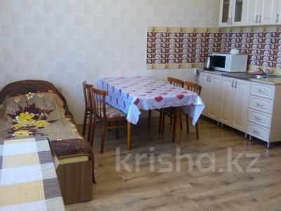 2-комнатный дом посуточно, 70 м², 10 сот., Биржан сала 29 за 20 000 〒 в Бурабае — фото 4