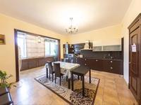 5-комнатная квартира, 245 м², 3/3 этаж на длительный срок, Сарыкенгир 1 за 600 000 〒 в Нур-Султане (Астане)