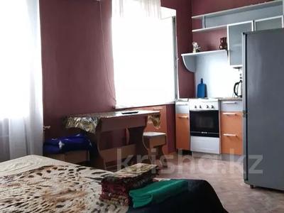 1-комнатная квартира, 45 м², 3/5 этаж посуточно, Кривенко 85 — Назарбаева за 5 000 〒 в Павлодаре