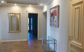 5-комнатная квартира, 200 м², 14/17 этаж помесячно, Самал мкр 22 за 800 000 〒 в Алматы, Медеуский р-н
