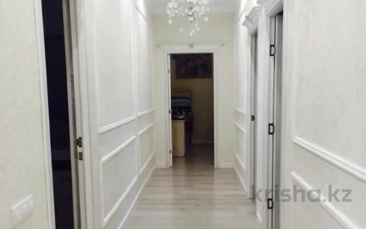 4-комнатная квартира, 100 м², 3/5 этаж, 26-й мкр, 26 мкр 35 за 35 млн 〒 в Актау, 26-й мкр