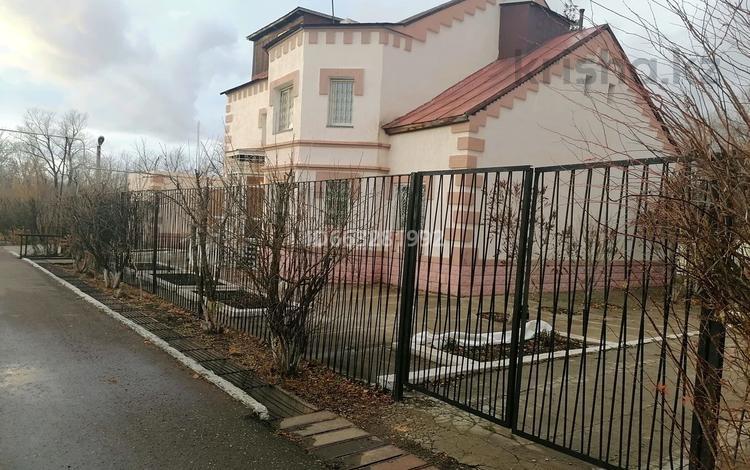 7-комнатный дом, 350 м², 20 сот., Самал-2 за 52 млн 〒 в Уральске