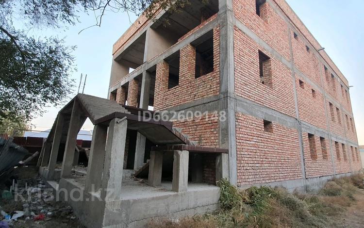 Здание, площадью 900 м², Ауезова 30 за 115 млн 〒 в