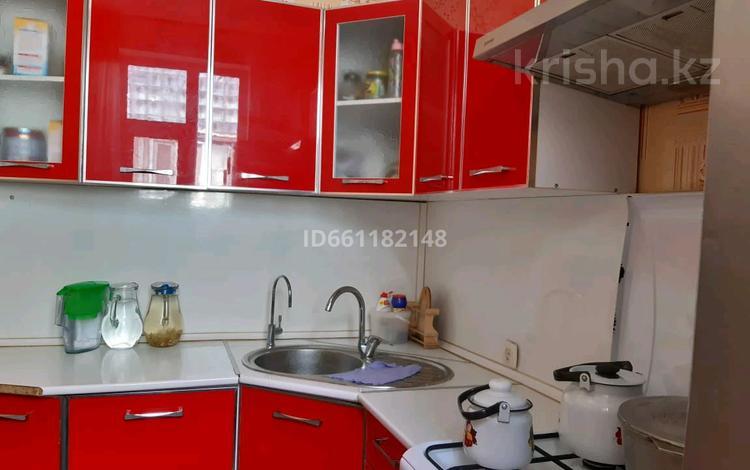 3-комнатная квартира, 75 м², 4/4 этаж, 4 мкр 13 за 10 млн 〒 в Жанаозен