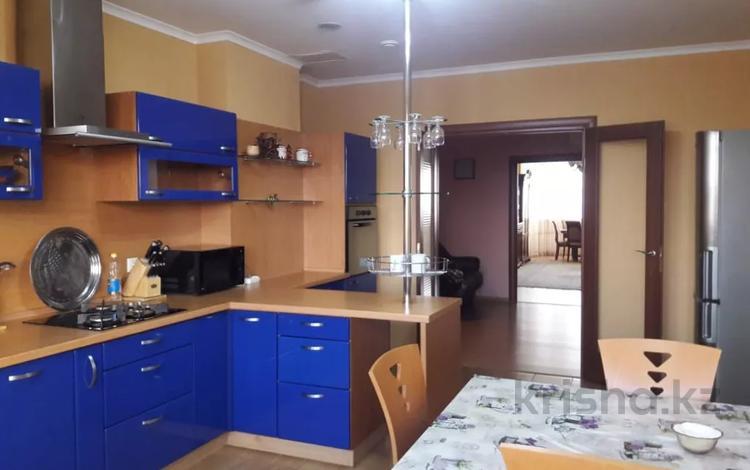 3-комнатная квартира, 120 м², 4/9 этаж помесячно, Муканова 1а за 300 000 〒 в Атырау