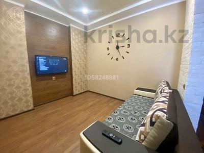 1-комнатная квартира, 45 м² по часам, Камзина 41/1 за 1 000 〒 в Павлодаре — фото 4