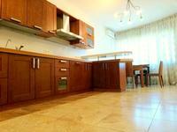 5-комнатная квартира, 220 м² помесячно