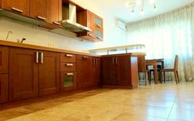 5-комнатная квартира, 220 м² помесячно, Самал 22 за 800 000 〒 в Алматы, Медеуский р-н