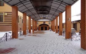 11-комнатный дом, 1000 м², 20 сот., Кирпичный 386 — Теннисный корт за ~ 425.6 млн 〒 в Актобе, Старый город