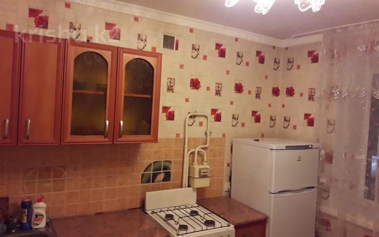 1-комнатная квартира, 38 м² посуточно, Иртышская 11 — Пр. Ауэзова за 6 000 〒 в Семее