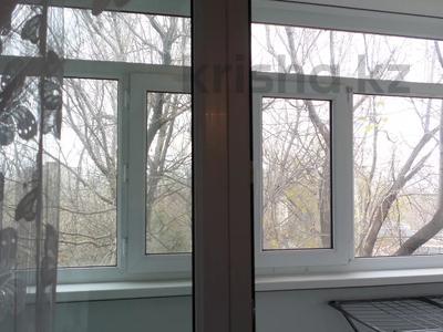2-комнатная квартира, 50 м², 4/5 этаж, 7 микрорайон — проспект Металлургов за 5.3 млн 〒 в Темиртау — фото 6