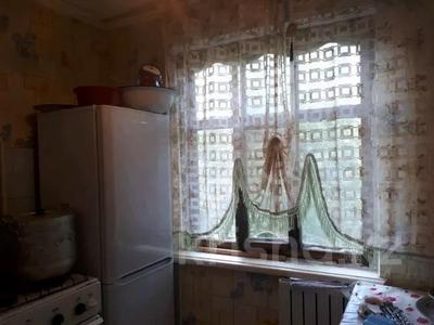 2-комнатная квартира, 48 м², 4/5 этаж, 4 мкр — Аль-Фараби-Шестоковича за 6.5 млн 〒 в Таразе — фото 2