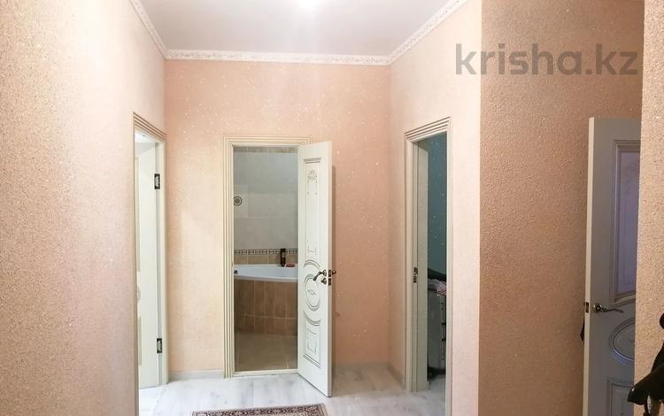 2-комнатная квартира, 80 м², 1/5 этаж, Батыс 2 50Е за 18 млн 〒 в Актобе, мкр 5