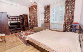 1-комнатная квартира, 55 м², 2/12 этаж посуточно, Сарайшык 34 — Акмешит за 8 000 〒 в Нур-Султане (Астана), Есиль р-н