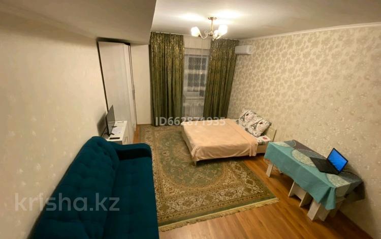 1-комнатная квартира, 38 м², 8/8 этаж посуточно, Сейфуллина 525 — Айтеки би за 8 000 〒 в Алматы