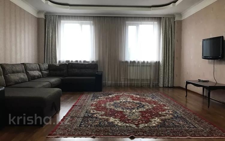 7-комнатный дом, 325.5 м², 9.44 сот., Джалиля за 75 млн 〒 в Караганде, Казыбек би р-н