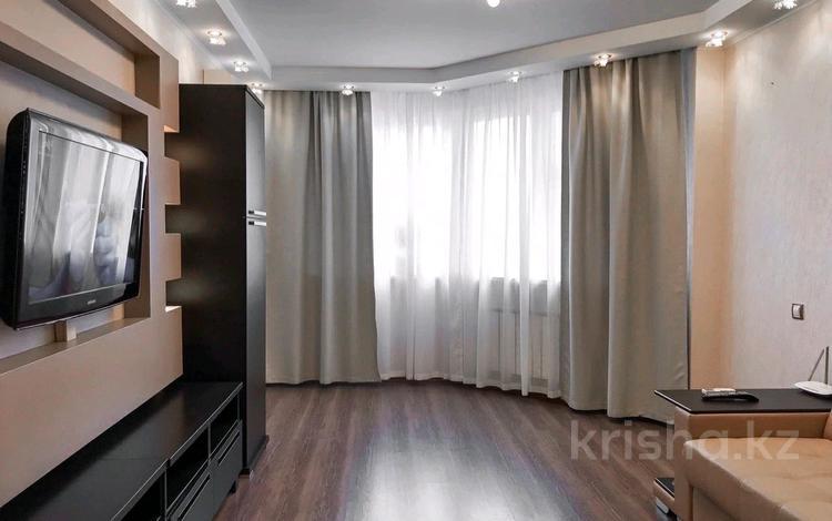 2-комнатная квартира, 89 м² по часам, мкр Самал-2 89 за 2 500 〒 в Алматы, Медеуский р-н