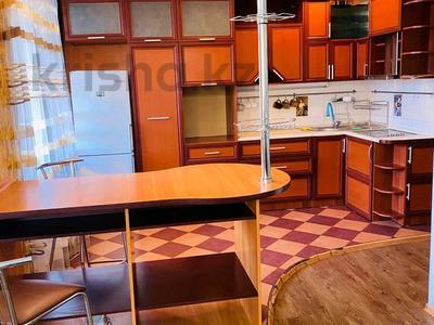 3-комнатная квартира, 140 м², 3/13 этаж на длительный срок, Тыныбаева 33 — Ильяева за 250 000 〒 в Шымкенте