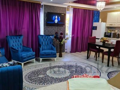 1-комнатная квартира, 35 м², 3/4 этаж посуточно, улица Жансугурова 99/107 — Биржан сала за 15 000 〒 в Талдыкоргане