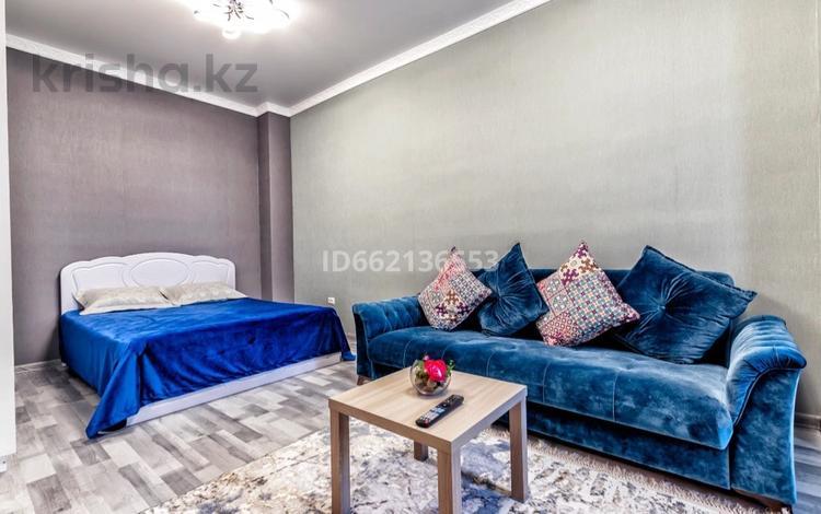 1-комнатная квартира, 40 м², 1/22 этаж посуточно, Туркестан 14 — Орынбор за 12 000 〒 в Нур-Султане (Астана), Есиль р-н