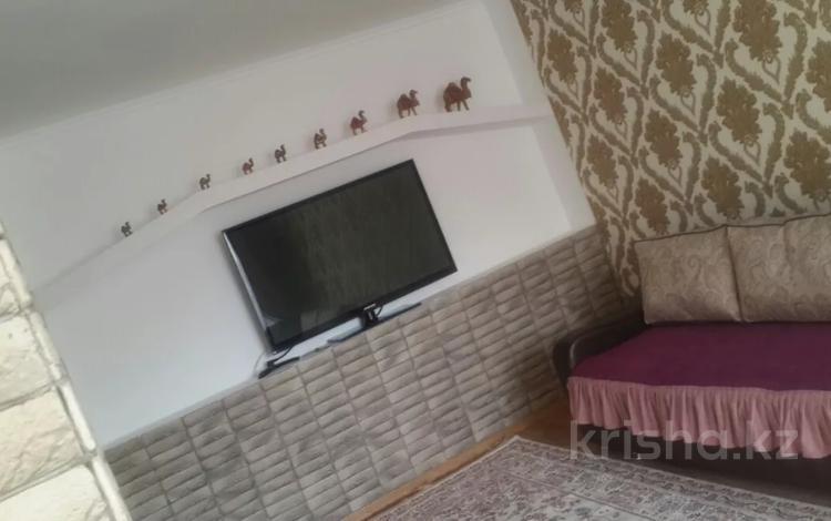 1-комнатная квартира, 32 м², 1/5 этаж посуточно, Ауэзова за 6 000 〒 в Семее