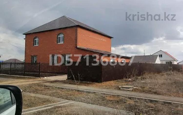 6-комнатный дом, 272 м², 12 сот., Ж.Муса 2 за 55 млн 〒 в Уральске