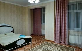 1-комнатная квартира, 60 м², 2/5 этаж посуточно, Санкибай батыра 48а за 7 900 〒 в Актобе, мкр. Батыс-2