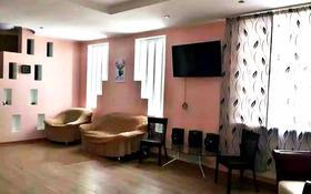 4-комнатный дом посуточно, 230 м², 10 сот., Сахариева 61б за 30 000 〒 в Алматы, Медеуский р-н