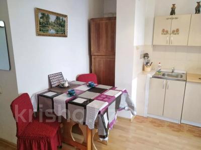 1-комнатная квартира, 35 м², 5/5 этаж посуточно, Каирбекова 17 — Гоголя за 7 995 〒 в Алматы, Медеуский р-н — фото 4