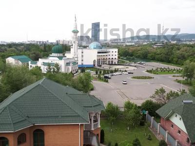 3 комнаты, 110 м², проспект Аль-Фараби 81 за 40 000 〒 в Алматы