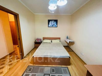 1-комнатная квартира, 32 м², 2/5 этаж посуточно, Сейфулина 23 — Бейбетшилик за 8 000 〒 в Нур-Султане (Астане), Сарыарка р-н