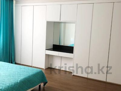 3-комнатная квартира, 88 м², 10/20 этаж помесячно, Кабанбай батыра 43 за 230 000 〒 в Нур-Султане (Астана), Есиль р-н — фото 4