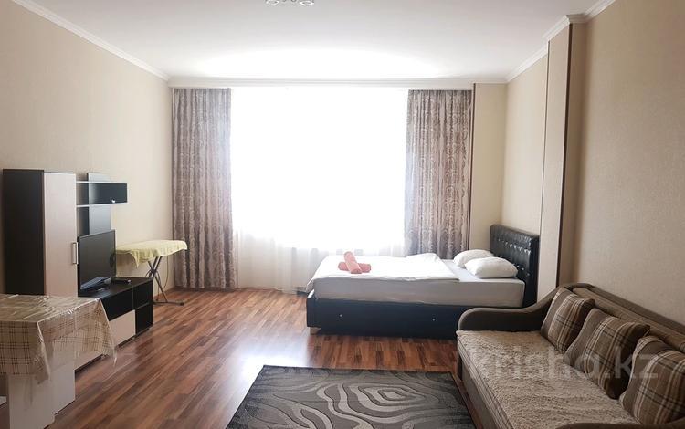1-комнатная квартира, 40 м², 11 этаж посуточно, Достык 5 — Сауран за 10 000 〒 в Нур-Султане (Астана), Есиль р-н
