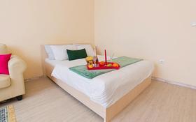 1-комнатная квартира, 45 м² посуточно, проспект Каныша Сатпаева 5Б за 14 000 〒 в Атырау