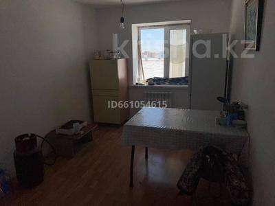 2-комнатная квартира, 53 м², 3/3 этаж, 1 мкр 195 за 9 млн 〒 в Жибек Жолы